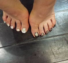 Fancy Shmancy   Royal toes fit for a .... @sparkssalons where the nail magic happens . Use code TSOQ for your discount kittens! save money on nails means more dough for ropas! ! Xo  #sparksnails #3dnailart #toronto #beauty