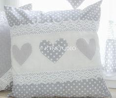 Kissenbezüge - Kissenhülle Grau mit Tupfen und Herzen - ein Designerstück von ktnstudio bei DaWanda