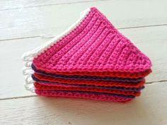 Crochet Bunting, Crochet Garland, Diy Garland, Garlands, Crochet World, Crochet Books, Diy Crochet, Crochet Designs, Crochet Patterns