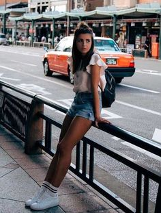 Love this look - those shoes and socks! ♡ Awesome fashion outfits for stylish women from Zefinka. Poses Photo, Picture Poses, Picture Ideas, Tmblr Girl, Socks Outfit, Only Shorts, Foto Casual, Instagram Pose, Insta Photo Ideas