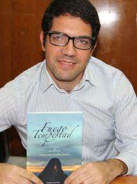 Gerardo González presentó con éxito su libro 'Fuego y Tempestad'.png
