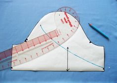Tulip Sleeve Pattern and Sewing Tutorial - Sewing Hacks, Sewing Tutorials, Sewing Projects, Tutorial Sewing, Petal Sleeve, Tulip Sleeve, Techniques Couture, Sewing Techniques, Dress Patterns