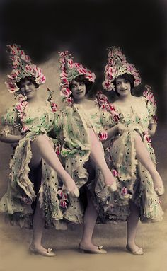From original pin: Can-can, When I was about 15 I danced the can- can in a American Legion show. Vintage Colors, Vintage Flowers, Vintage Prints, Vintage Gypsy, Vintage Beauty, Photography Women, Vintage Photography, Antique Photos, Old Photos