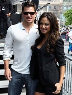 TV personalities Nick Lachey and Vanessa Minnillo were married Friday in a secret tropical island ceremony. Nick Lachey And Vanessa, Nick And Vanessa, Hot Couples, Famous Couples, Celebrity Outfits, Celebrity Couples, Vanessa Minnillo, Miss Teen Usa, Hollywood Couples