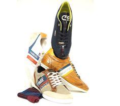 Mannen en schoenen. Dan denk je al snel aan mannen en foute schoenen. Bij vrouwen en schoenen daarentegen, denk je meteen aan hele andere dingen. Want de meeste vrouwen zijn dol op schoenen. Op het ziekelijke af, als je het mannen (én vrouwen) vraagt. Maar mannen? Die hebben duidelijk veel minder met schoeisel. Uitzonderingen daargelaten. Kleren maken de man, luidt het bekende spreekwoord. http://www.vanmeerschoenen.nl/nl/blog/schoenen-maken-de-man/