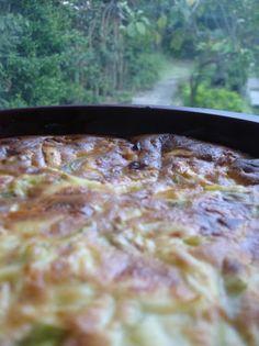 Clafoutis poireaux et tome de brebis.  On peux remplacer le lait par un lait végétal et le mascarpone par un fromage frais de brebis égoutté