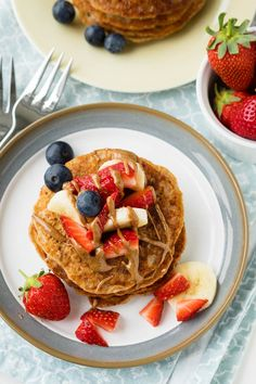 This Vegan Banana Pancake recipe is healthy and eggless. It's a delicious breakfast that is great for the entire family, including babies. If you find. Easy Banana Pancake Recipe, Ripe Banana Recipe, Vegan Banana Pancakes, Vegan Breakfast Recipes, Vegan Snacks, Vegan Recipes, Pancake Recipes, Meatless Recipes, Delicious Recipes