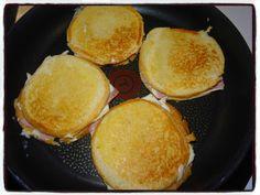 Griddle Pan, Cornbread, Hamburger, Sandwiches, Breakfast, Ethnic Recipes, Kitchen, Food, 20 Minutes