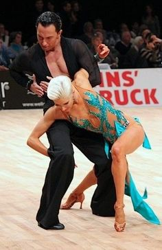 Michael Malitowski & Joanna Leunis | WDC World Championships 2012, Innsbruck [nude with teal appliqués, powerful]