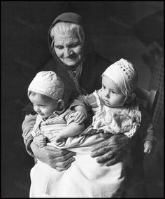A grandmother with her grandchildren. Peloponnese, Greece, circa 1950 Voula Th. Greece Photography, History Of Photography, Old Pictures, Old Photos, Benaki Museum, Old Greek, Old Couples, Old Faces, Circle Of Life