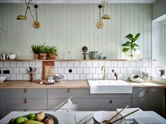 Colorful Scandinavian apartment with neutrals and mint interior Kitchen Tile, Kitchen Dining, Kitchen Decor, Kitchen Cabinets, Kitchen Units, Luxury Interior Design, Interior Design Living Room, Interior Styling, Sweet Home