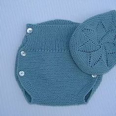 tutorial para hacer La Ranita de bebé a dos agujas, con video e instrucciones Knitted Baby Clothes, Knitted Romper, Crochet Poncho, Knitted Hats, Crochet Hats, Diaper Cover Pattern, Baby Romper Pattern, Knitting For Kids, Baby Knitting Patterns