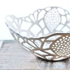 isabelle abramson - small porcelain carved bowl with platinum border