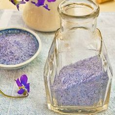 Violet Sugar for an added touch. So easy to do. Simply blend or process violets with sugar. Add lavender, vanilla or lemon zest to add subtle flavor. Sweet Violets, Sugar Cubes, Flower Food, Edible Flowers, Dry Flowers, Edible Plants, Rose Flowers, High Tea, Chutney