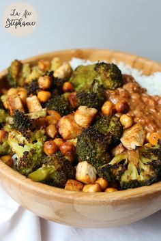 Cabbage, broccoli, tofu and grilled chickpeas, gourmet sauce with cashew nuts … - Recipes Easy & Healthy Easy Healthy Recipes, Healthy Choices, Vegan Recipes, Easy Meals, Broccoli Tofu, Balanced Meals, Batch Cooking, Food And Drink, Vegetables