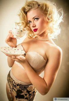 #pinup #Marilyn #retro #vintage #garter #belt #coffee