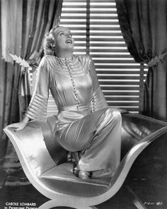 Celebrating Carole Lombard and classic Hollywood Old Hollywood Glamour, Golden Age Of Hollywood, Vintage Glamour, Vintage Lingerie, Vintage Hollywood, Hollywood Stars, Classic Hollywood, Vintage Vogue, Vintage Beauty
