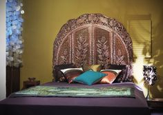 Oriental bed decorated with craft indian screen from Le Patio. Prague, Colonial Furniture, Indian Furniture, Design Hotel, Old Wood, Boutiques, The Originals, Interior, Modern