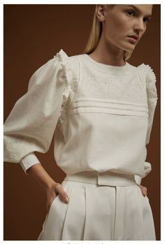 Diy Fashion Runway, Boho Fashion, Fashion Design, Fashion Trends, Embroidered Blouse, Ruffle Blouse, Style Désinvolte Chic, Style Royal, Classic White Shirt