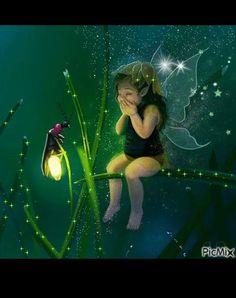 Fairy Fantasy Fairy Girl And Firefly Translucent Wings. Baby Fairy, Love Fairy, Magical Creatures, Fantasy Creatures, Fairy Land, Fairy Tales, Fantasy World, Fantasy Art, Elfen Fantasy