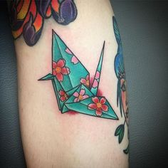 【zzeduardozz】さんのInstagramをピンしています。 《Did this cool Origami crane on my coworker @sammyvanhiggins shes one of the harderst workers i know! Give her a follow! Always an honor to tattoo someone who does tattoos! #crane #origami #tattoo #origamitattoo #origamicrane #origamiart #tattoos #oriental #cherryblossoms #sakura #fun #work #girlswithink #tattooed #atomictattoos #orlandofl》