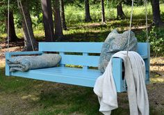 porch swing bed out of a pallet | 20 DIY Outdoor Decor & Outdoor Decorating Projects