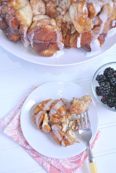 Easy Cinnabon Monkey Bread - the perfect Christmas breakfast!! #christmas #recipes #breakfast