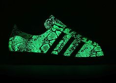 adidas Originals x atmos: Glow in the Dark Sneaker | Sports Insider Magazin