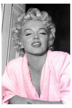 June 1926 – August was an American actress, model, and singer, who became a major sex symbol, starring in a number of commercially successful motion pictures during the and early Marilyn Monroe, Howard Hughes, Joe Dimaggio, Hollywood Actresses, Actors & Actresses, Hollywood Icons, The Most Beautiful Girl, Beautiful Women, Simply Beautiful