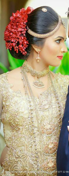 """Good Totally Free hindu Bridal Hairstyles Thoughts You could have presently discovered """"usually the one,"""" chosen your gown and perhaps selected mar Low Bun Hairstyles, Indian Hairstyles, Bride Hairstyles, Bridal Hair Buns, Bridal Hair Flowers, Bridal Party Foods, Indian Bridal Lehenga, Royal Clothing, Bridal Makeup"""