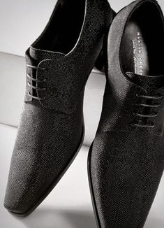 The elegant long cut, sleek shoes that are both professional and party wear  for stylish men!