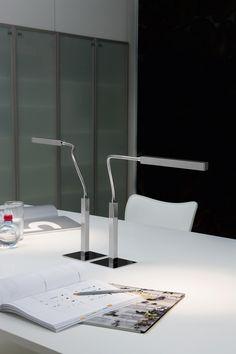 Lámpara de sobremesa Airo, de la marca española #Carpyen.  #iluminación