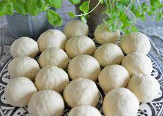 Kjempegodt brød med smak av ost og urter - Franciskas Vakre Verden Garlic, Food And Drink, Pizza, Cooking Recipes, Snacks, Vegetables, Mad, Runes, Chef Recipes