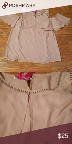 "Ladies Open Shoulder Top, sz  M This is an open shoulder style blouse with bronze colored metal accents around neck and arms.  Great length of 28"", long enough to wear with leggings as well.  Purchased to wear with the Sakkas skirt in my closet for a wedding and ended up not being able to attend Tops"