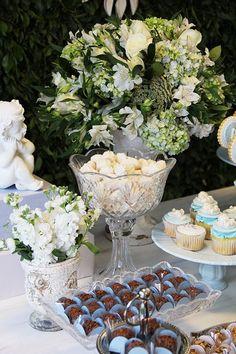 Batizado clássico em azul e branco - Constance Zahn   Babies & Kids Festa Party, First Communion, Christening, Baby Room, Decoupage, Baby Shower, Table Decorations, Inspiration, Lucca