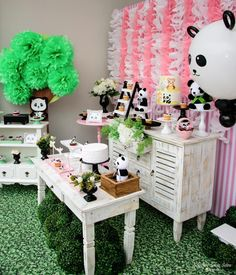 I love all of the cuteness of this panda party! -See more Panda Party ideas on B. Panda Birthday Party, Panda Party, Sweet 16 Birthday, 1st Boy Birthday, Birthday Parties, Panda Baby Showers, Childrens Party, Table Decorations, Party Ideas