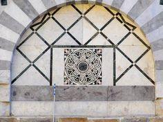 Scoperta la serie di Fibonacci sulla facciata di una chiesa a Pisa