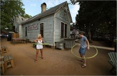 Austin - The Rainey Street neighborhood, a formerly sleepy area near the banks of Lady Bird Lake, has morphed into the latest hot spot for locals. Old bungalows have been fixed up and turned into bars and cocktail lounges with ample backyards and porches.