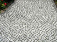 Granite stone pavement in the association Passe - Hof Landscape Architecture, Landscape Design, Stone Pavement, Driveway Landscaping, Granite Stone, Curb Appeal, Natural Stones, House Plans, Sidewalk