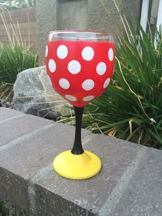 This hand painted wine glass inspired by minnie mouse is perfect as a birthday present, Christmas gift, or even just a cute little gift for Minnie Mouse Gifts, Mickey Y Minnie, Fun Wine Glasses, Hand Painted Wine Glasses, Wine Glass Crafts, Wine Bottle Crafts, Wine Bottles, Glass Art, Birthday