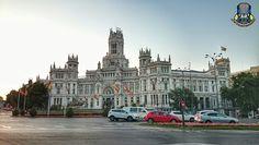 Símbolos de Madrid: La plaza de Cibeles, toma su denominación de la fuente homónima, dedicada a la diosa griega Cibeles, esposa del titán Crono y madre de Atis. El lugar
