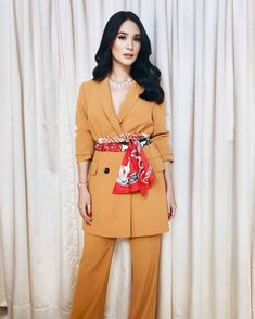 Scarves as belts? 🧡 My look for the GMA station ID shoot! Classy Outfits, Chic Outfits, Fashion Outfits, Ootd Classy, Work Outfits, Celebrity Style Casual, Celebrity Look, Heart Evangelista Style, Urban Fashion