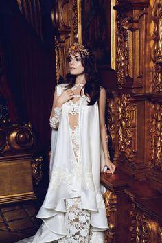 NOVIAS Ximena Navarrete portando un vestido del diseñador Mexicano Benito Santos #Novias #Benito Santos  #Ximena Navarrete #MissUniverse