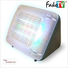 """Met de originele FAKE TV FTV-10-EU simulator kan iedereen, inbrekers afschrikken wanneer men niet thuis is of voor langere tijd afwezig is.  Van buitenshuis gezien lijkt het erop dat er iemand TV kijkt , de lichtemissie van de Fake TV werkt als een 27 """" HDTV  LCD scherm.  De heldere ledlichtjes geven een perfecte nabootsing van de reflectie van een echte TV. en het  is zo slim bedacht dat de lichtimpulsen telkens veranderen zodat met géén herhaling krijgt."""