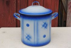 VINTAGE FRENCH BLUE AND WHITE ENAMELWARE GRANITEWARE POT PAIL OR BUCKET WITH LID