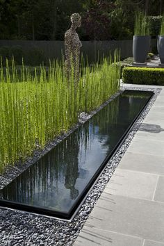 Looking for garden fountains or pond design to turn your garden into a natural paradise? Add a custom garden water feature with Outdoor Options to get high standard services across all Surrey. Modern Landscaping, Outdoor Landscaping, Outdoor Gardens, Backyard Garden Design, Ponds Backyard, Pond Design, Landscape Design, Water Features In The Garden, Garden Fountains