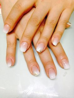 Einfache Babyboomer Nails airbrushed french
