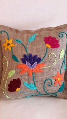 Bildergebnis für bordados mexicanos paso a paso Cushion Embroidery, Crewel Embroidery, Hand Embroidery Designs, Ribbon Embroidery, Embroidery Patterns, Seed Stitch, Cross Stitch, Cushion Cover Designs, Mexican Embroidery