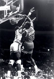 Jordan dunks on Ewing!