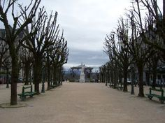 La Place Royale, Pau.  In the background, beyond the statue of Henri IV, the Boulevard des Pyrenees.